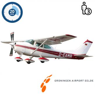 Trail lesson | Flight lesson | Sightseeing Flight Cessna 182 Skylane Groningen Airport Eelde (20 minutes)